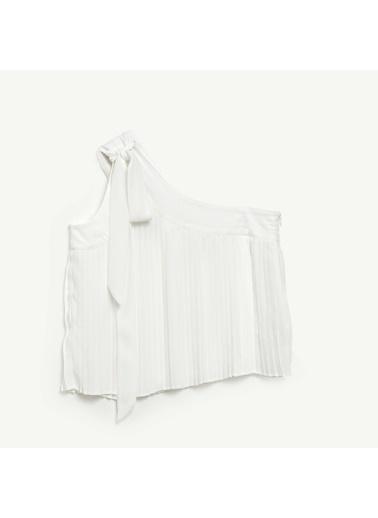 Yargıcı Bağcık Detaylı Bluz Beyaz